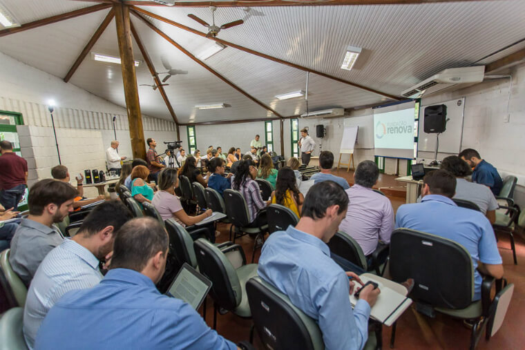 Experts, researchers and representatives of environmental agencies discuss the resumption of fisheries activities in Espírito Santo