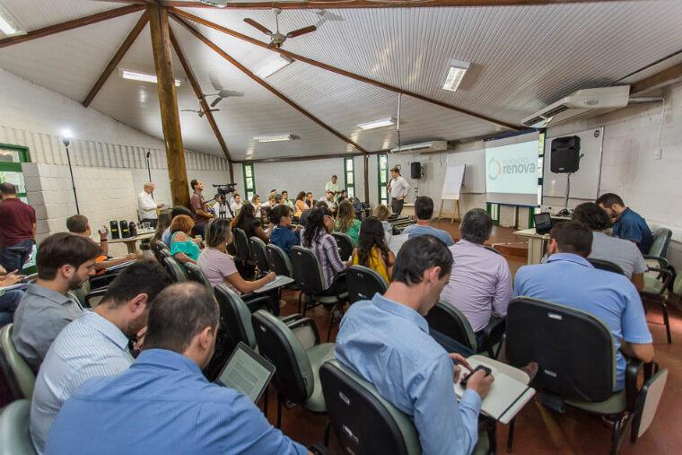 Especialistas, pesquisadores e representantes de órgãos ambientais discutem a retomada das atividades pesqueiras no Espírito Santo.