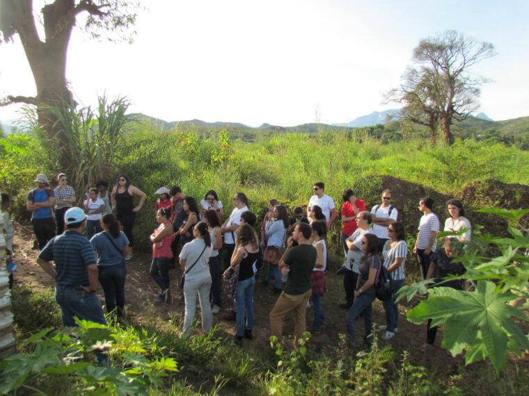 Alunos da PUC Minas conhecem o distrito original de Bento Rodrigues para pensar em propostas