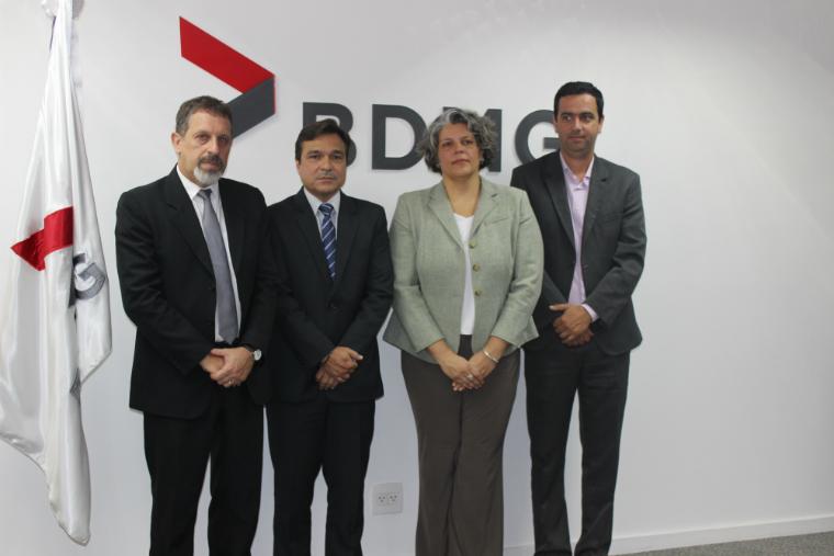 Representantes da Fundação Renova, BDMG, INDI e prefeitura de Mariana se reúnem para celebração do acordo.