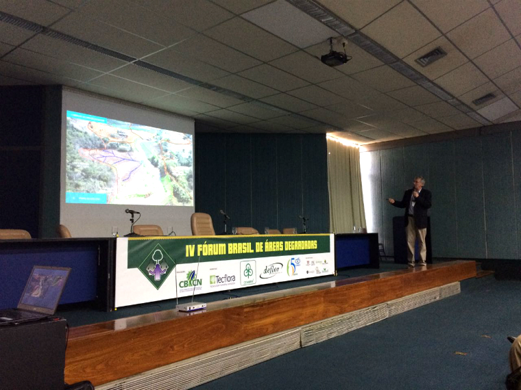 Roberto S. Waack, CEO of the Renova Foundation, presents the Doce River restoration actions at the IV Brazilian Forum on Degraded Areas