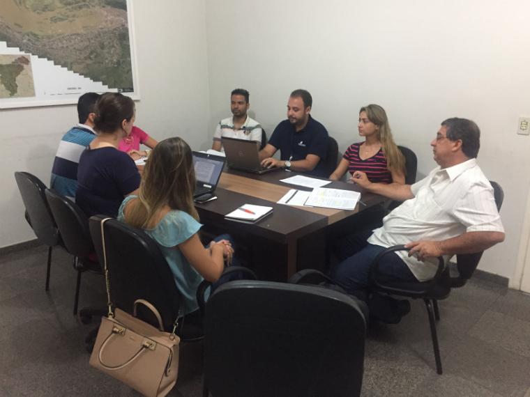 Reuniões entre Fundação Renova e secretarias municipais contribuem para a localização de famílias cadastradas.