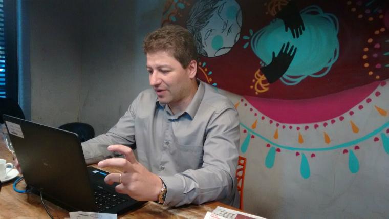 Paulo Rocha conduz bate-papo ao vivo sobre estímulo à contratação local.