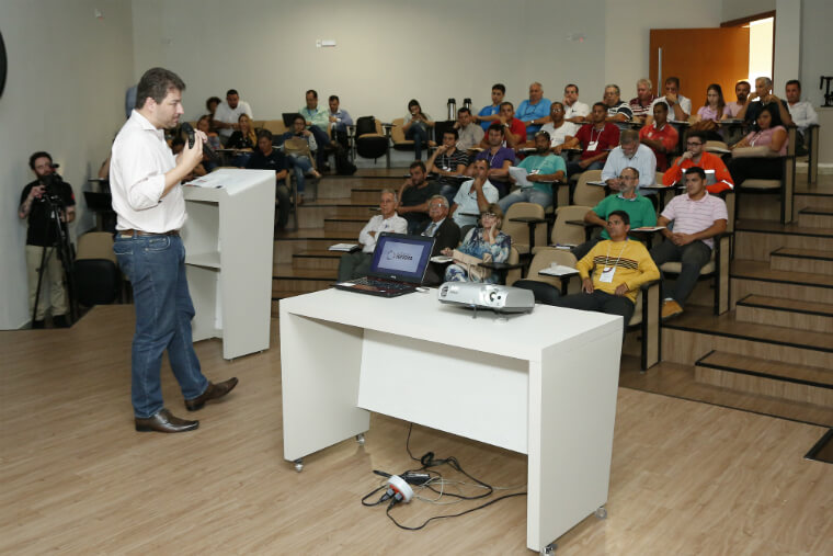 Entrepreneurs take part in a Series of Talks to learn about the contracting requirements of the Renova Foundation