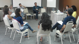 Social managers participate in workshops along the stretch impacted by the Fundão dam collapse