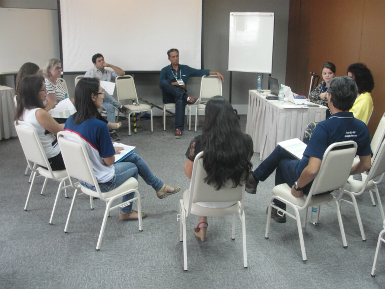 Social managers participate in workshops to survey the impacts of the Fundão dam collapse on the communities.