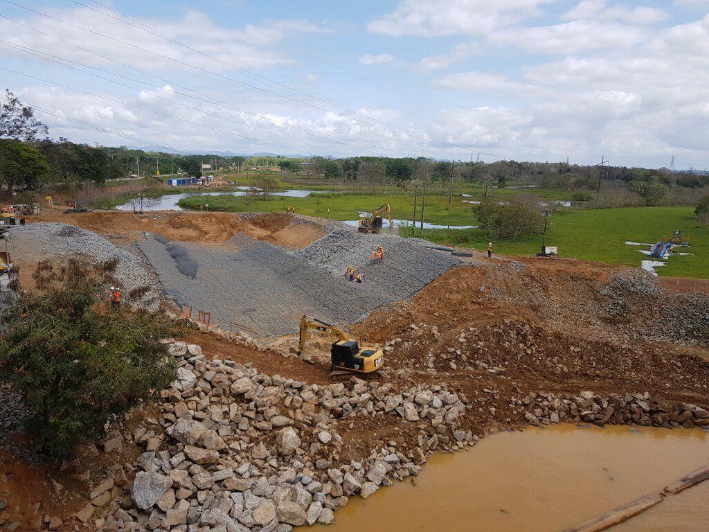 Intervenções vão aumentar vazão no canal construído no barramento para minimizar os riscos