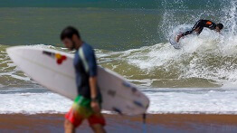 FIRST ROUND OF THE TRIPLE CROWN OF WAVE BREAK SURFING CIRCUIT COMING TO POVOACAO (ES)